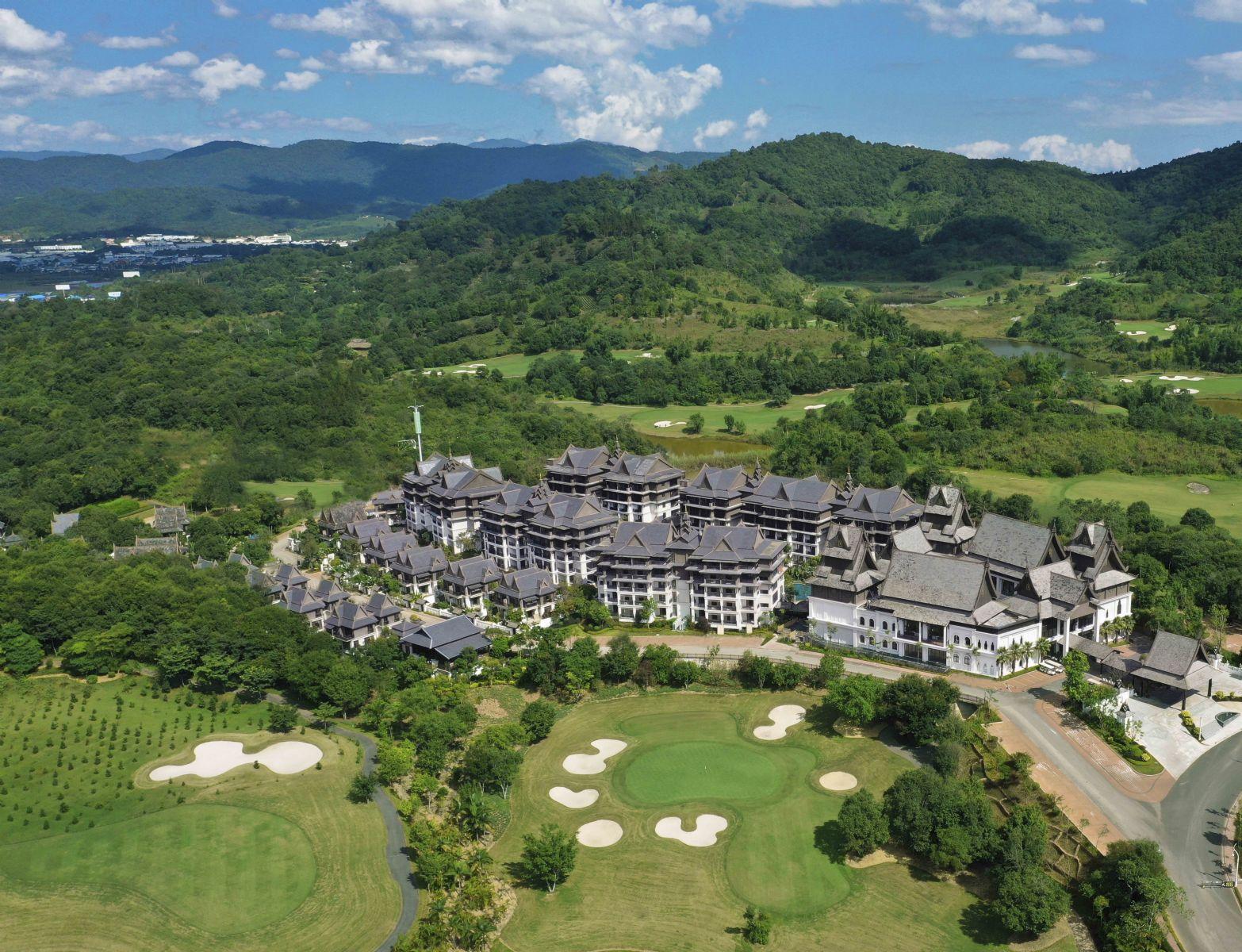 悦椿温泉度假酒店坐落于西双版纳州勐海县浩宇勐巴拉国际旅游度假区内